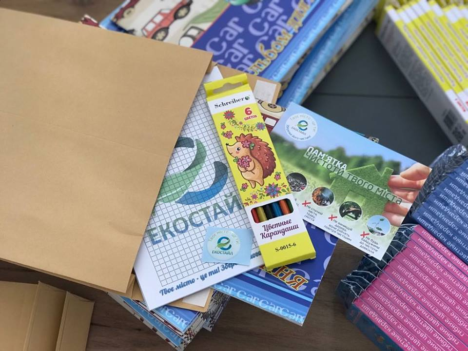 ТОВ «Екостайл» реалізувало соціальну акцію для першачків з екологічними та корисними подарунками